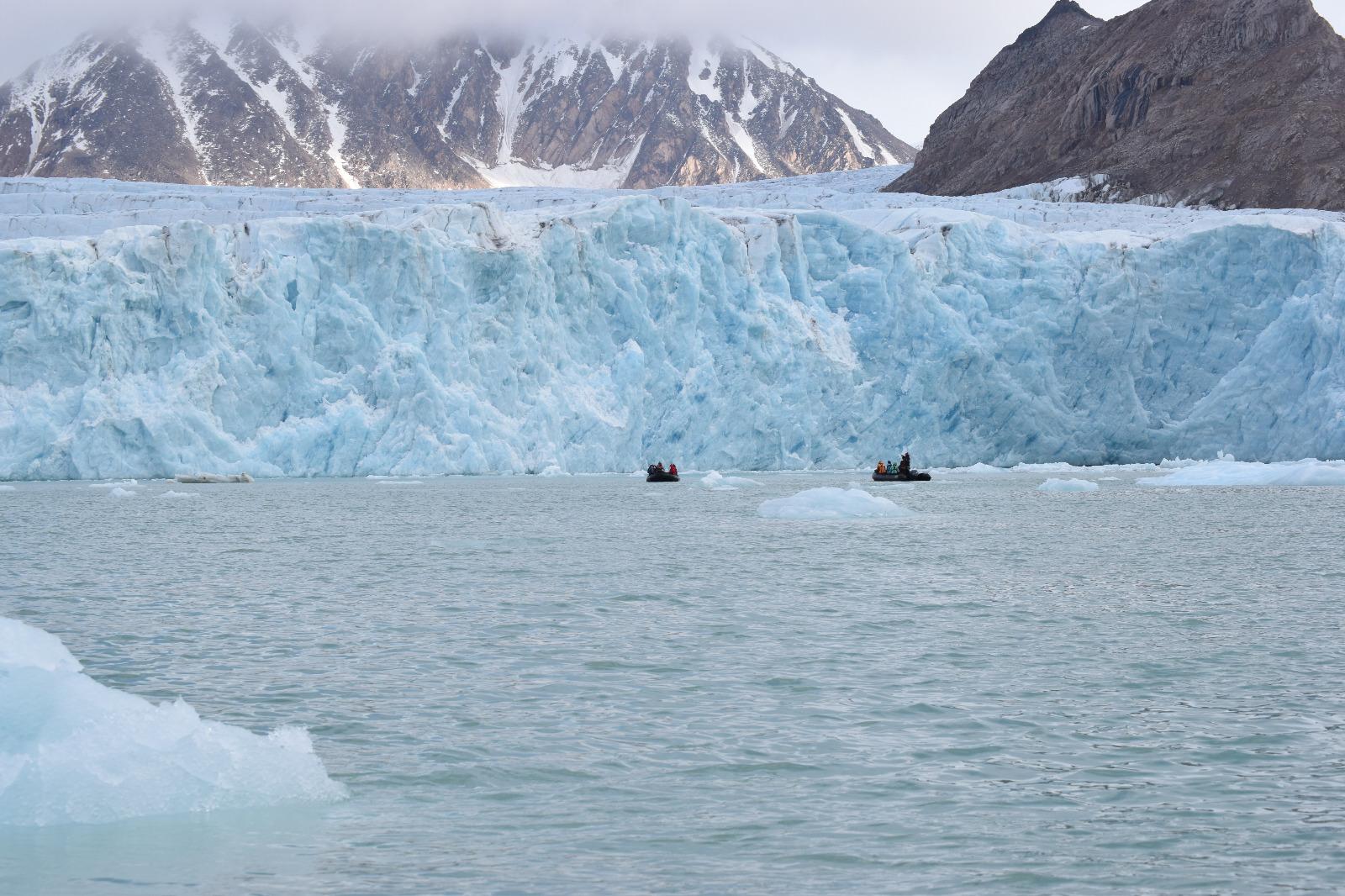 The glacier at Smeerenburgfjorden (photo by Rebecca Giesler)
