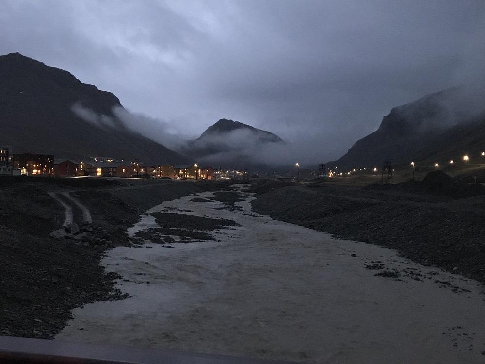The beginning of the darkness. Evening in Longyearbyen (photo by Anneke van den Brink)