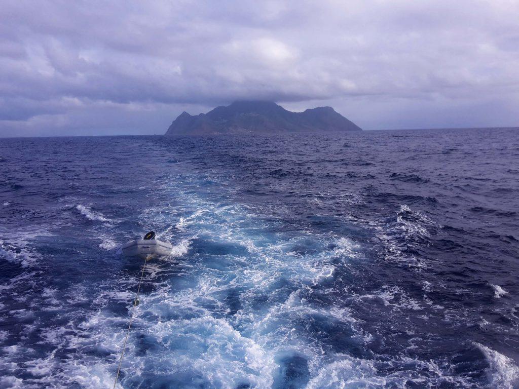 Leaving Saba (photo: Matthijs van der Geest)